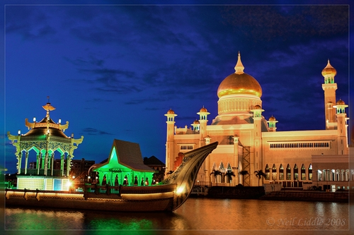 brunei-royal-Islamic-mosque-lagoon-ceremonial-ship, masjid, masbadar.com