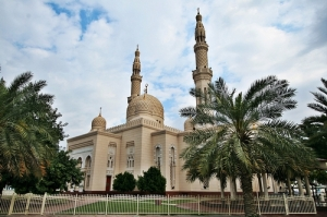 Jumeirah-Mosque-dubai-trees