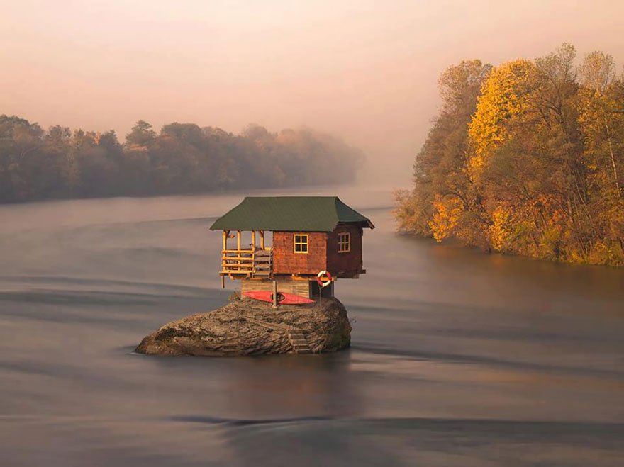 tiny-homes-perfect-for-little-space-house-balancing-on-rock-in-serbia